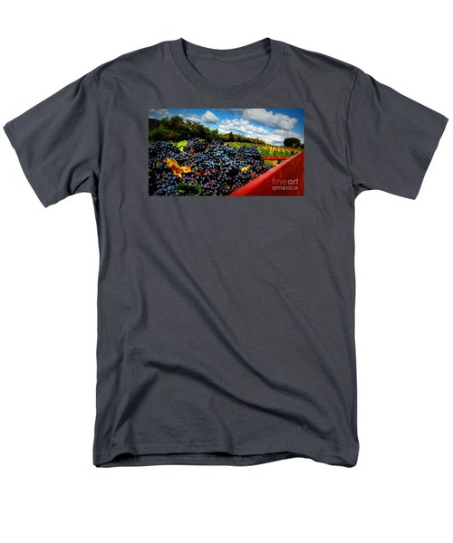 Filling The Red Wagon Men's T-Shirt  (Regular Fit)