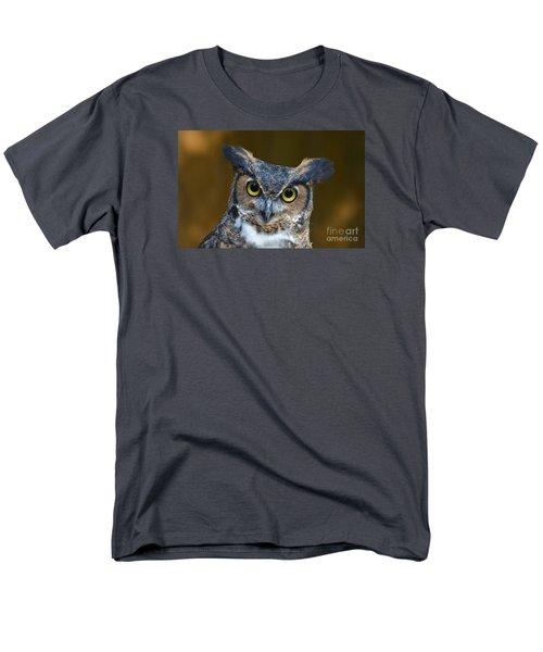 Great Horned Owl Portrait Men's T-Shirt  (Regular Fit)