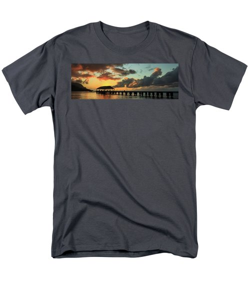 Hanalei Pier Sunset Panorama Men's T-Shirt  (Regular Fit)