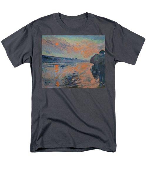Le Coucher Du Soleil La Meuse Maastricht Men's T-Shirt  (Regular Fit)