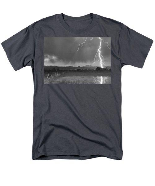 Lightning Striking Longs Peak Foothills 5bw Men's T-Shirt  (Regular Fit)
