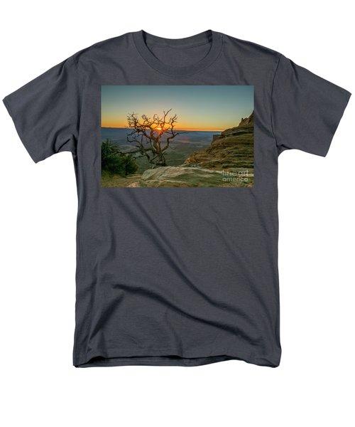 Moab Tree Men's T-Shirt  (Regular Fit)