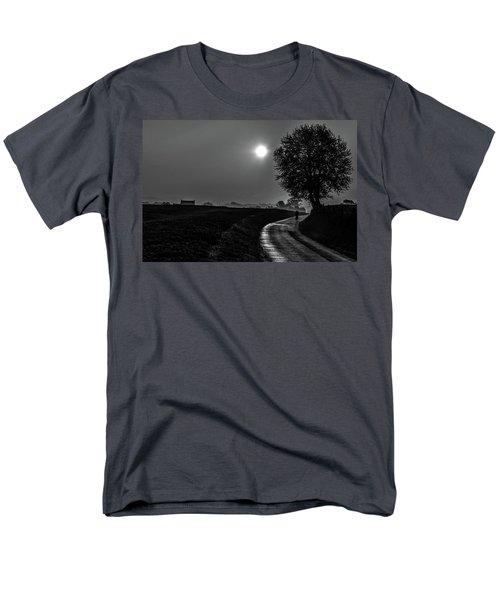 Morning Dew Bw Men's T-Shirt  (Regular Fit) by Rainer Kersten