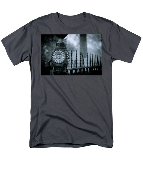 Men's T-Shirt  (Regular Fit) featuring the photograph Oakwood Cemetery by Linda Unger