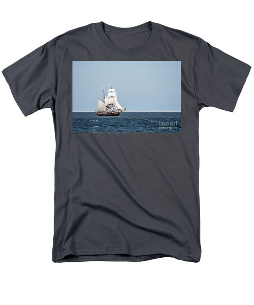 on the way to Texel Men's T-Shirt  (Regular Fit) by Hannes Cmarits