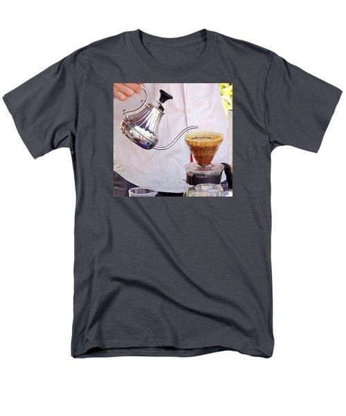 Outdoor Vendor Makes Coffee Men's T-Shirt  (Regular Fit)