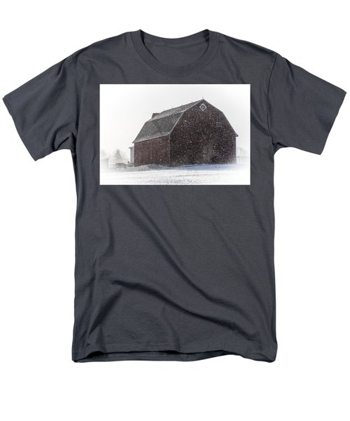 Standing Tall In The Snow Men's T-Shirt  (Regular Fit)