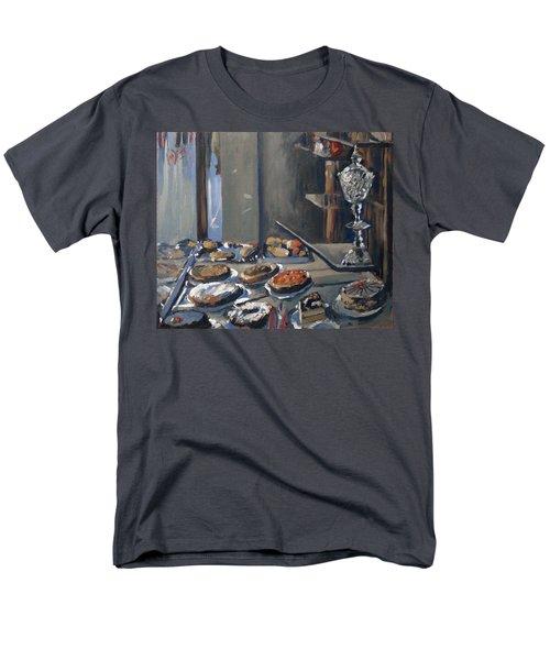 Une Coupe A Gingembre En Cristal De La Patisserie Royale A Maastricht Men's T-Shirt  (Regular Fit) by Nop Briex