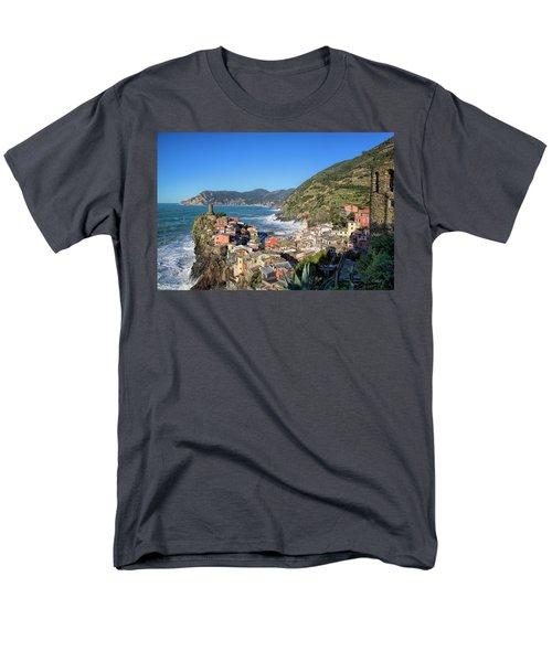 Vernazza In Cinque Terre Men's T-Shirt  (Regular Fit)
