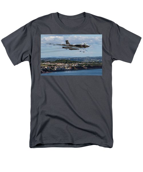 Vulcan Bomber Xh558 Dawlish 2015 Men's T-Shirt  (Regular Fit) by Ken Brannen