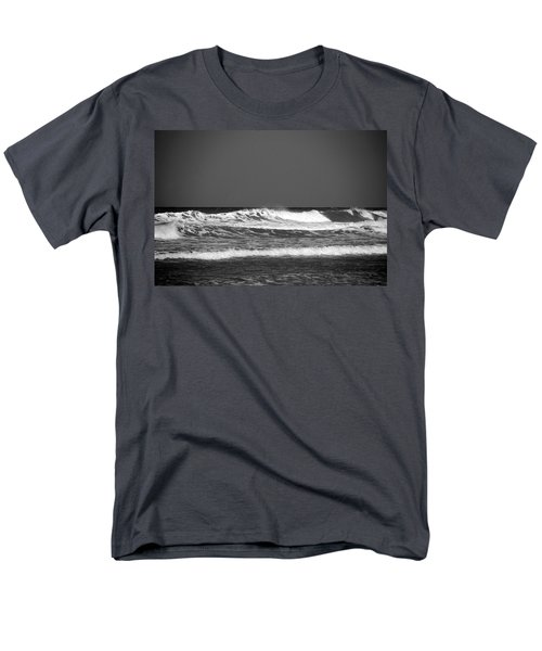 Waves 2 In Bw Men's T-Shirt  (Regular Fit)