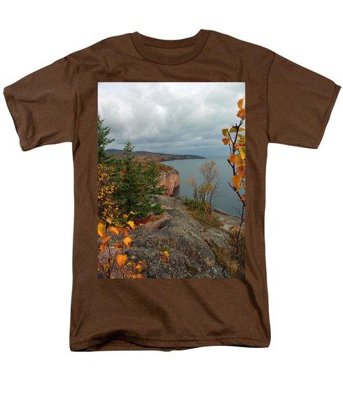 Cliffside Fall Splendor Men's T-Shirt  (Regular Fit) by James Peterson