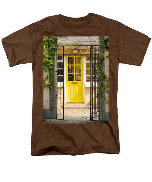Men's T-Shirt  (Regular Fit) featuring the photograph Come On In by Suzanne Oesterling