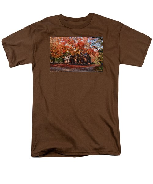 Hartwell Tavern Under Canopy Of Fall Foliage Men's T-Shirt  (Regular Fit) by Jeff Folger