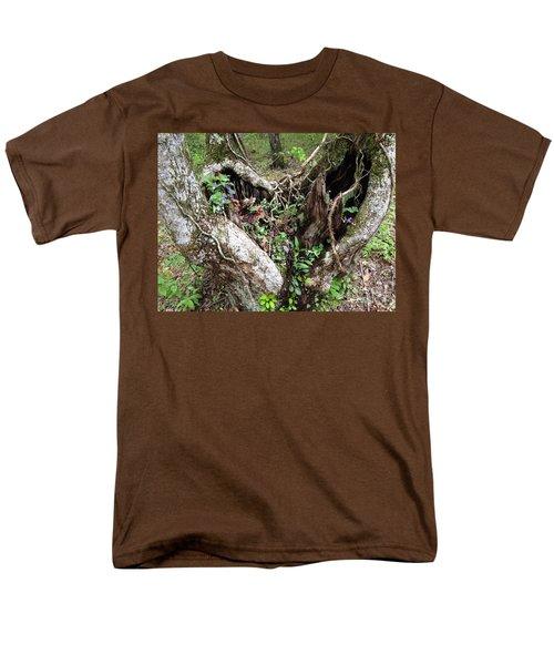 Heart-shaped Tree Men's T-Shirt  (Regular Fit) by Jan Dappen