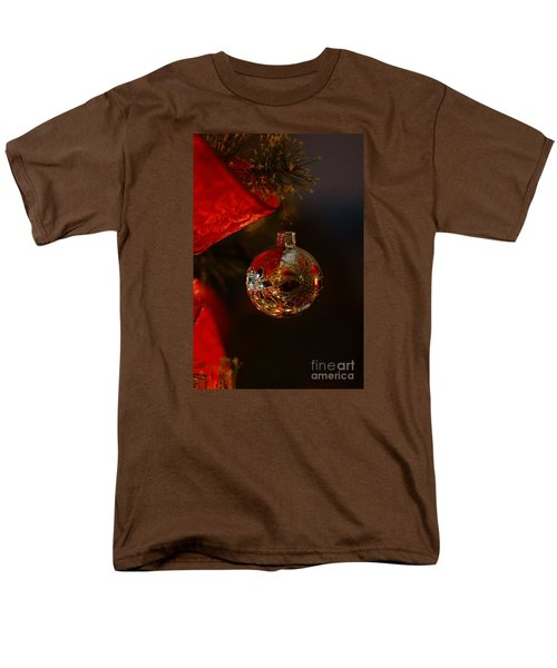 Men's T-Shirt  (Regular Fit) featuring the photograph Holiday Season by Linda Shafer