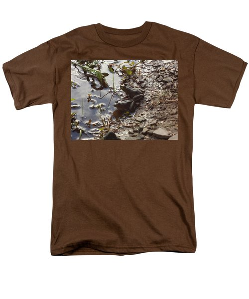 Love Frogs Men's T-Shirt  (Regular Fit) by Michael Porchik