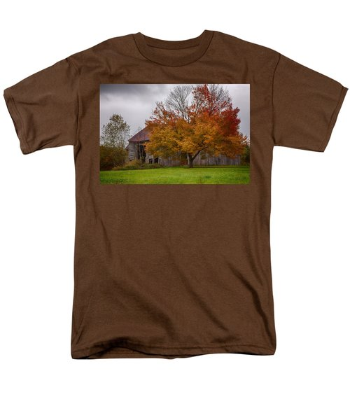 Rainbow Of Color In Front Of Nh Barn Men's T-Shirt  (Regular Fit) by Jeff Folger