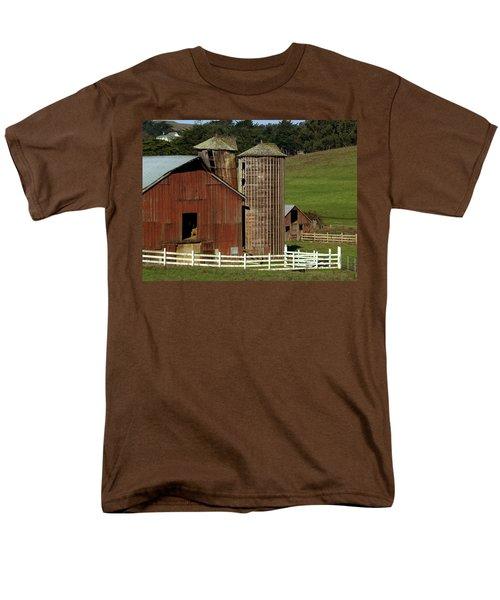 Rural Barn Men's T-Shirt  (Regular Fit) by Bill Gallagher