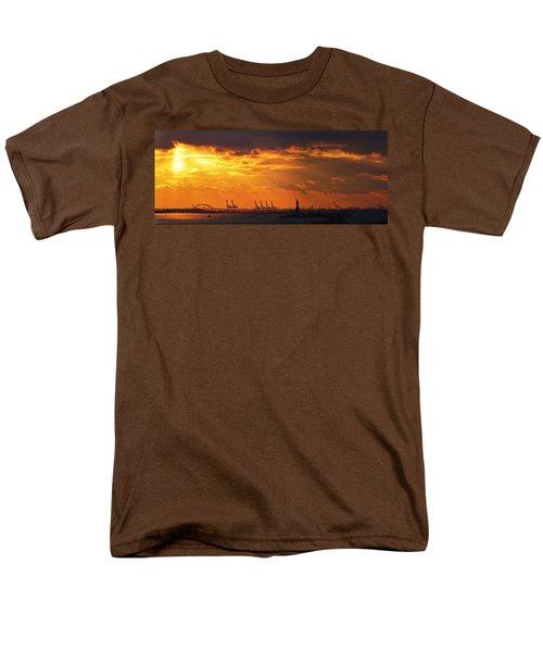 Statue Of Liberty At Sunset. Men's T-Shirt  (Regular Fit)