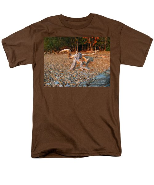 Walking On The Beach Men's T-Shirt  (Regular Fit) by Leone Lund