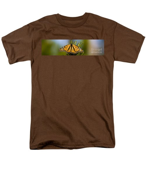 Single Monarch Butterfly Men's T-Shirt  (Regular Fit) by Darcy Michaelchuk