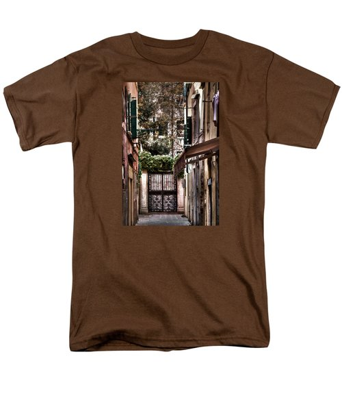 Men's T-Shirt  (Regular Fit) featuring the photograph A Doorway In Venice With Oil Effect by Tom Prendergast