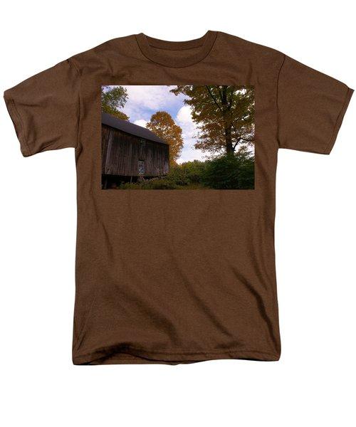 Barn In Fall Men's T-Shirt  (Regular Fit)