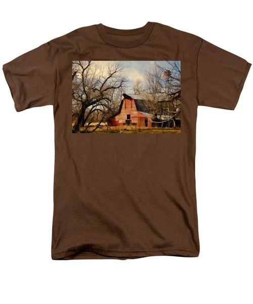 Little Red Barn Men's T-Shirt  (Regular Fit)