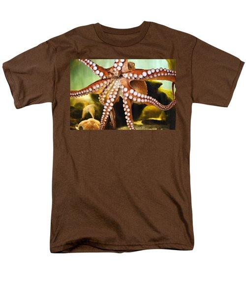 Red Octopus Men's T-Shirt  (Regular Fit)