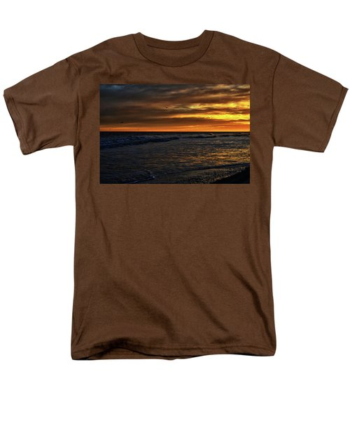 Men's T-Shirt  (Regular Fit) featuring the photograph Soaring In The Sunset by Kelly Reber