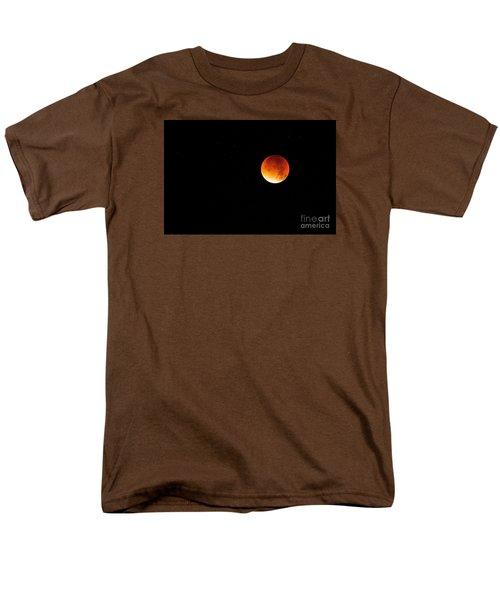 The 2015 Blood Moon  Men's T-Shirt  (Regular Fit) by Gary Bridger