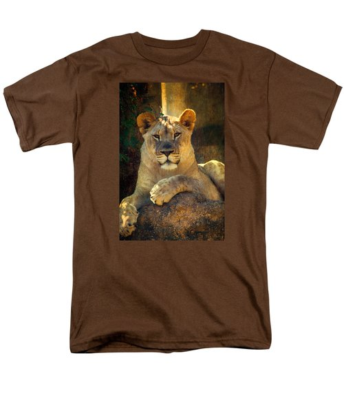 Men's T-Shirt  (Regular Fit) featuring the photograph The Look by John Rivera