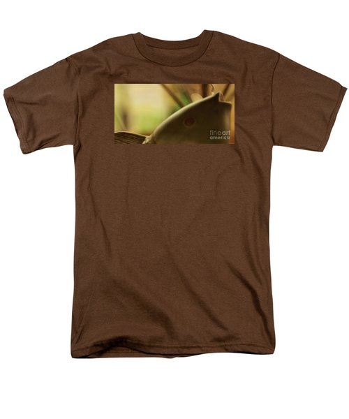 Men's T-Shirt  (Regular Fit) featuring the photograph The Storyteller by Linda Shafer