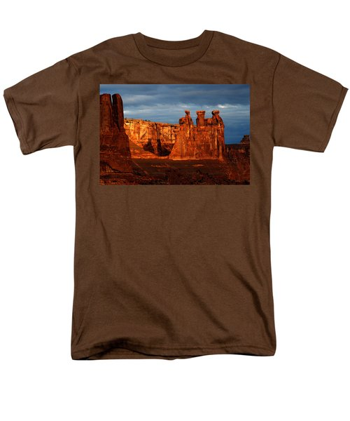 Men's T-Shirt  (Regular Fit) featuring the photograph Three Gossips by Harry Spitz