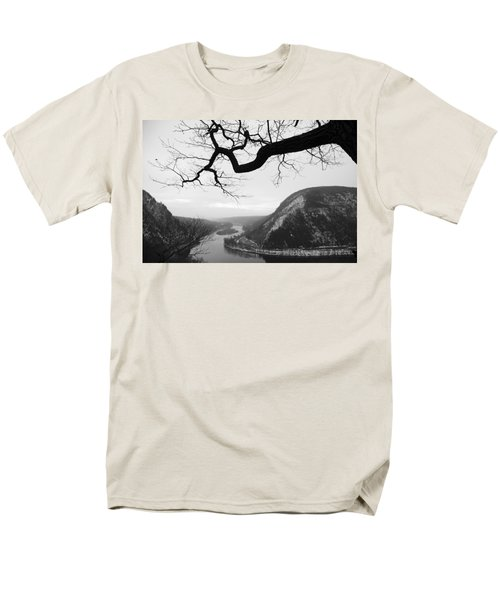Delaware Water Gap In Winter Men's T-Shirt  (Regular Fit)