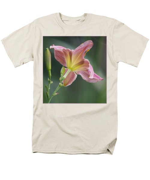 Men's T-Shirt  (Regular Fit) featuring the photograph Dreamy Daylily by Patti Deters