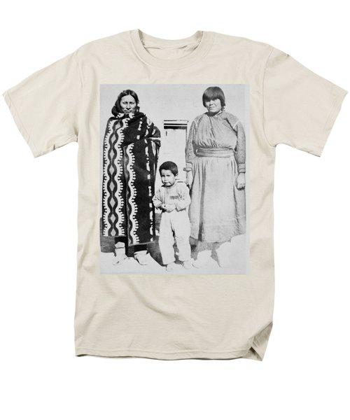 Men's T-Shirt  (Regular Fit) featuring the photograph Maria Martinez (1887-1980) by Granger