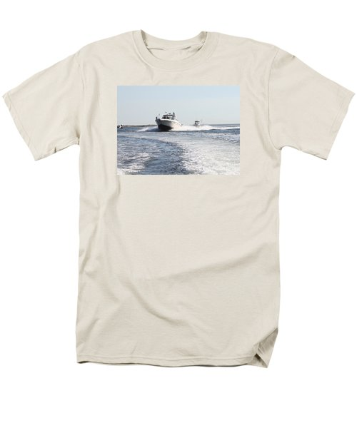 Racing To The Docks Men's T-Shirt  (Regular Fit) by John Telfer
