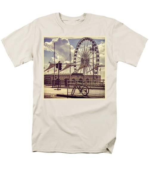 Men's T-Shirt  (Regular Fit) featuring the photograph The Brighton Wheel by Chris Lord