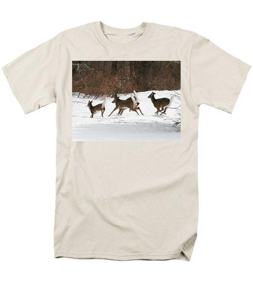 White Tailed Deer Winter Travel Men's T-Shirt  (Regular Fit)