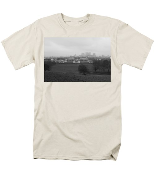 Men's T-Shirt  (Regular Fit) featuring the photograph Greenwich View by Maj Seda