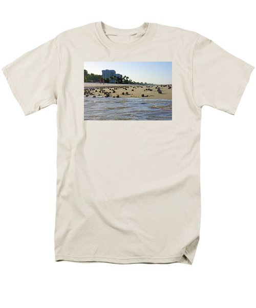Fighting Conchs At Lowdermilk Park Beach In Naples, Fl Men's T-Shirt  (Regular Fit)
