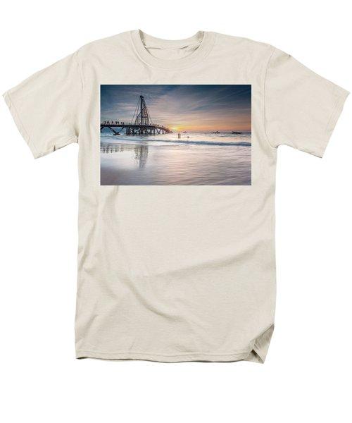 heche en Mexico Men's T-Shirt  (Regular Fit) by Edward Kreis