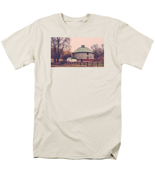 Round Barn Men's T-Shirt  (Regular Fit) by Dan Traun