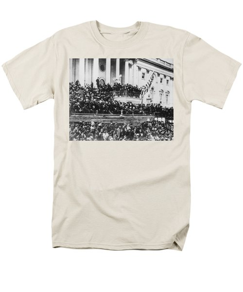 Abraham Lincoln Gives His Second Inaugural Address - March 4 1865 Men's T-Shirt  (Regular Fit) by International  Images