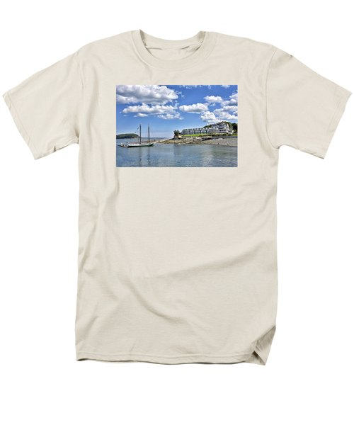 Bar Harbor Inn - Maine Men's T-Shirt  (Regular Fit) by Brendan Reals