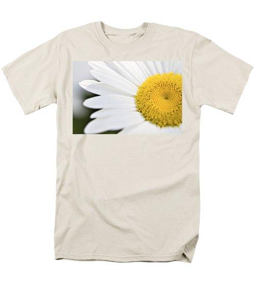Daisy Men's T-Shirt  (Regular Fit) by Marlo Horne