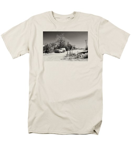 Men's T-Shirt  (Regular Fit) featuring the photograph Long Way To Tennessee by Juergen Klust