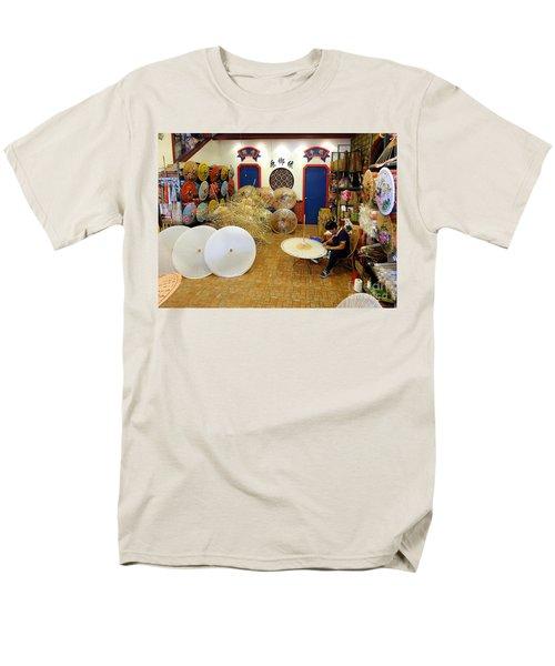 Making Chinese Paper Umbrellas Men's T-Shirt  (Regular Fit)